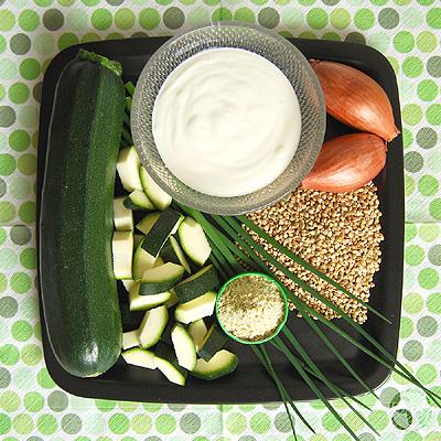 Zutaten für Zucchini-Buchweizen-Suppe