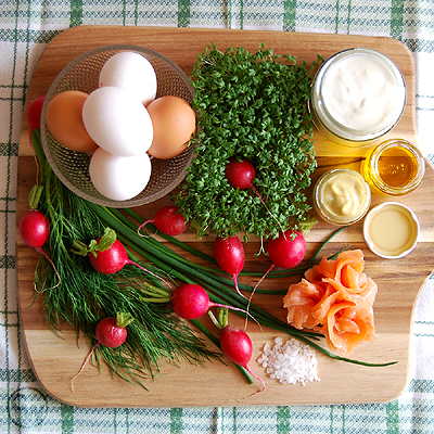 Zutaten für Frühlings-Eiersalat mit Räucherlachs