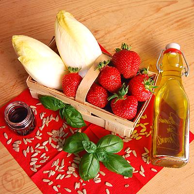 Zutaten Erdbeer-Chicoree-Salat