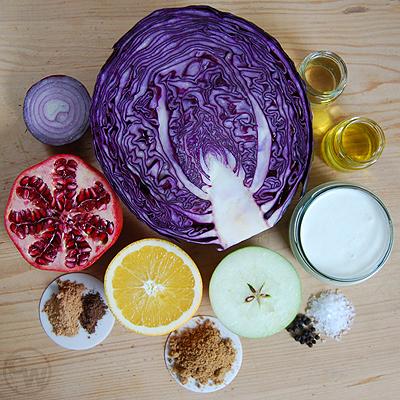 Zutaten für fruchtige Rotkrautsuppe